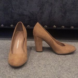 Chinese Laundry Tan Suede Pumps!
